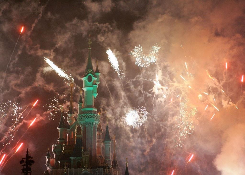 Disneyland_Fireworks_display_St.Patricks_day_