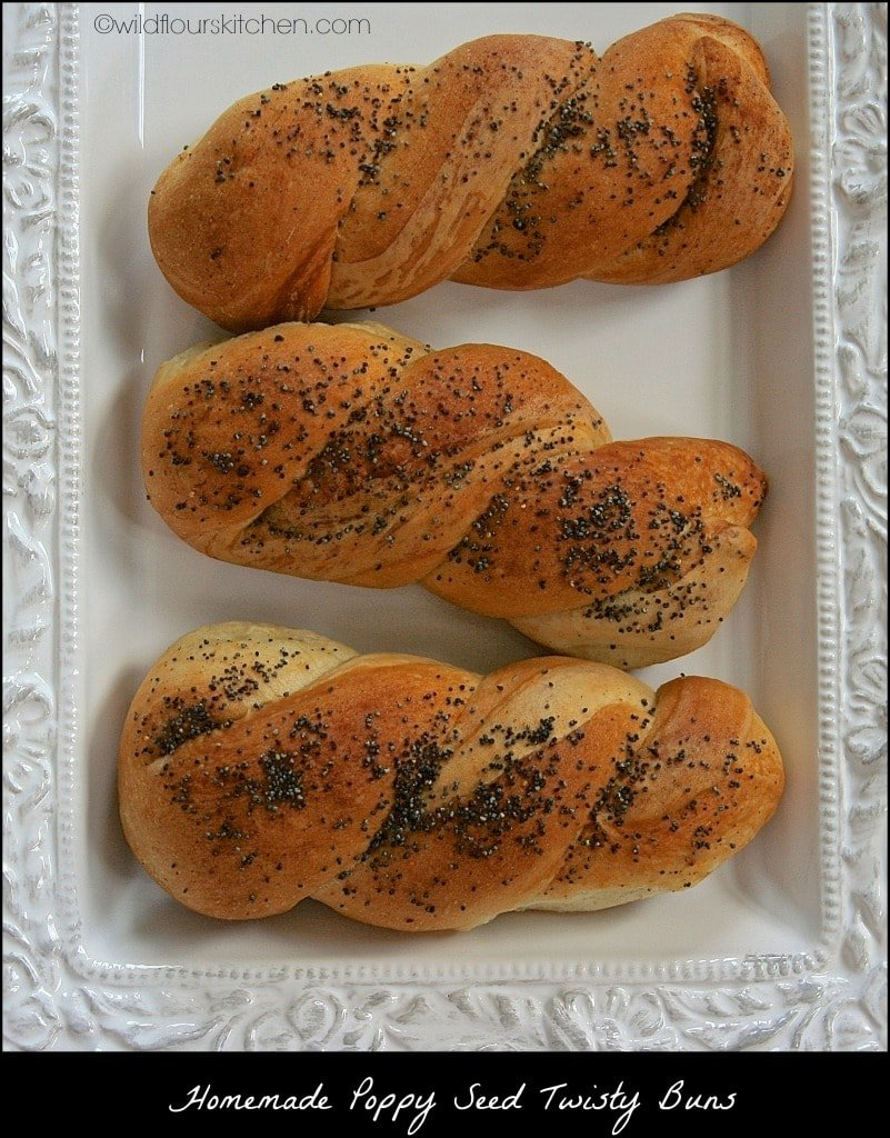 twisty buns:poppy seeds