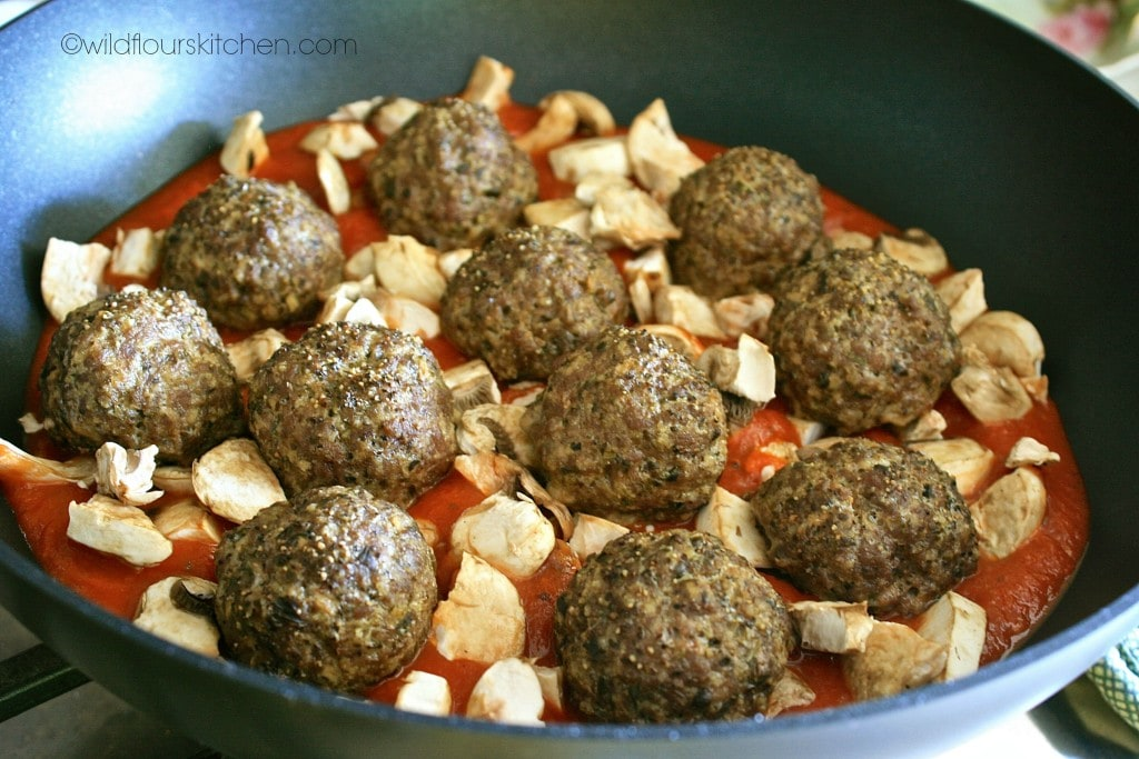 pesto meatballs in sauce