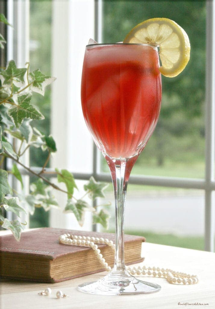 Cranberry Strawberry Lemonade Cocktail